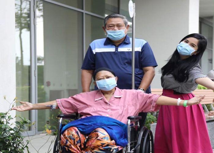 https: img.okeinfo.net content 2019 06 01 33 2062878 ani-yudhoyono-meninggal-dunia-annisa-pohan-mohon-doa-9Xwo2G1WBw.jpg