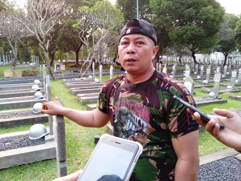 https: img.okeinfo.net content 2019 06 01 337 2062986 ungkapan-sedih-penggali-makam-atas-meninggalnya-ani-yudhoyono-qIuDGiXKll.jpg