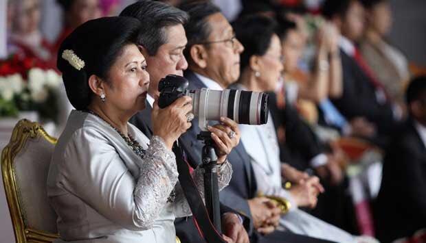 https: img.okeinfo.net content 2019 06 01 612 2062870 hobi-fotografi-cara-ani-yudhoyono-melepas-penat-dan-segarkan-pikiran-xyjP98wG7W.jpg
