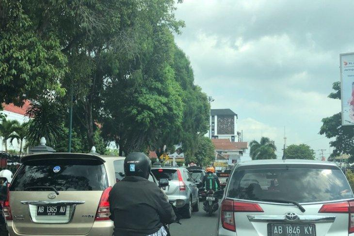 https: img.okeinfo.net content 2019 06 02 510 2063159 4-juta-kendaraan-akan-masuk-yogyakarta-selama-libur-lebaran-mtpJfiTCmH.jpeg