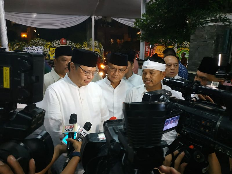 https: img.okeinfo.net content 2019 06 03 337 2063533 airlangga-ani-yudhoyono-dekat-dengan-keluarga-besar-golkar-HPAMzlf5OU.jpg