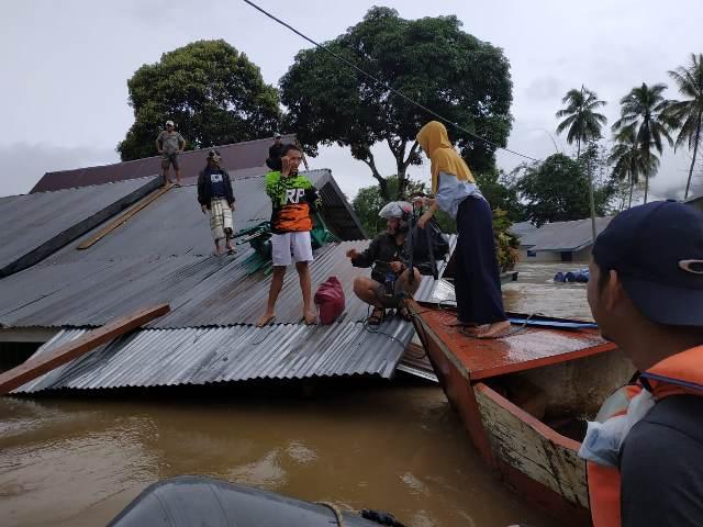 https: img.okeinfo.net content 2019 06 04 340 2063808 diterjang-banjir-belasan-rumah-di-konawe-utara-hanyut-rQzZCIc0Q3.jpg
