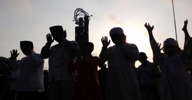 https: img.okeinfo.net content 2019 06 05 614 2063867 ramadan-berakhir-jangan-lupakan-3-sifat-yang-jadi-ciri-kebesaran-umat-islam-z5YLOy5GaZ.jpg