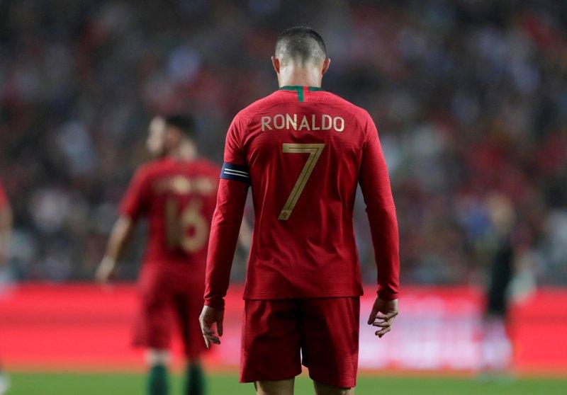 https: img.okeinfo.net content 2019 06 08 51 2064488 ronaldo-bidik-gelar-juara-uefa-nations-league-bersama-portugal-vwlpLQvohQ.JPG