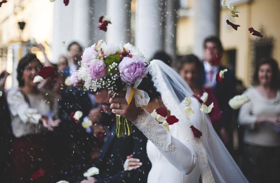 https: img.okeinfo.net content 2019 06 08 616 2064416 bagaimana-hukum-menikahi-sepupu-temukan-jawabannya-di-sini-wkcbzctPgT.jpg
