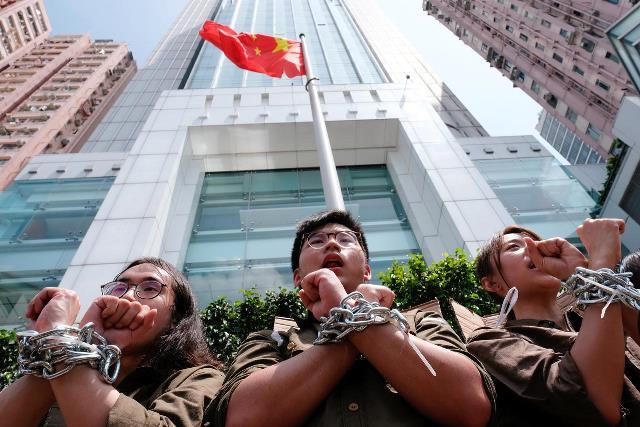 https: img.okeinfo.net content 2019 06 09 18 2064723 ribuan-orang-berkumpul-di-hong-kong-protes-hukum-ekstradisi-china-JLEWjSlmN7.jpg