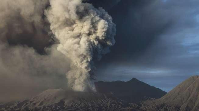 https: img.okeinfo.net content 2019 06 09 512 2064803 gunung-merapi-semburkan-lava-6-kali-wprytWhzUt.jpg