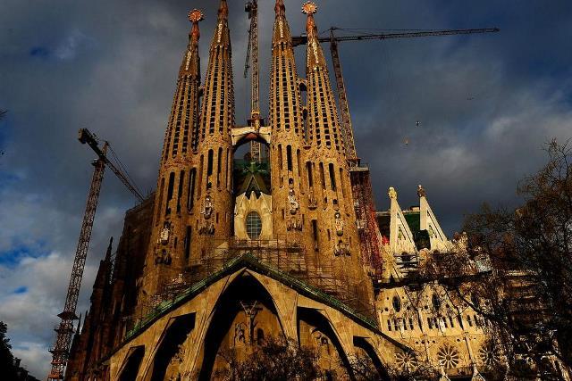 https: img.okeinfo.net content 2019 06 10 18 2064897 gereja-sagrada-familia-di-barcelona-dapat-imb-setelah-137-tahun-J7wG97gJRj.jpg