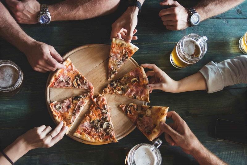 https: img.okeinfo.net content 2019 06 11 298 2065421 matikan-smartphone-di-restoran-ini-bisa-dapat-pizza-jumbo-gratis-YQfXmnICeg.jpg