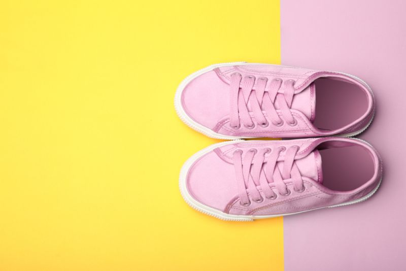https: img.okeinfo.net content 2019 06 12 612 2065548 viral-remaja-pria-pakai-sepatu-wanita-kisahnya-mengharukan-MC6dl3bsBV.jpg