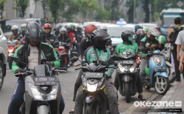 https: img.okeinfo.net content 2019 06 13 320 2066173 pekan-depan-tarif-baru-ojek-online-berlaku-di-seluruh-indonesia-O52fwvPv2v.jpg