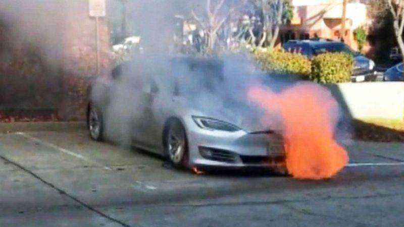 https: img.okeinfo.net content 2019 06 14 15 2066614 mobil-listrik-kembali-terbakar-saat-lakukan-pengisian-baterai-1V4rrPdqaB.jpg
