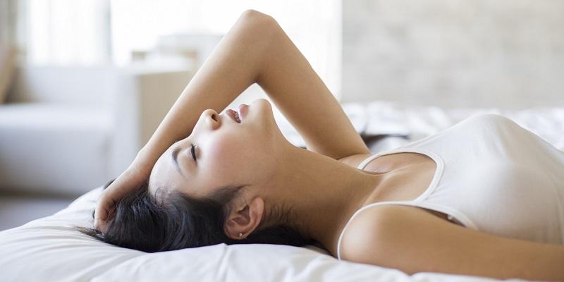 https: img.okeinfo.net content 2019 06 14 485 2066529 berisik-di-ranjang-mudahkan-wanita-orgasme-saat-bersenggama-AHBmbsTOZR.jpg