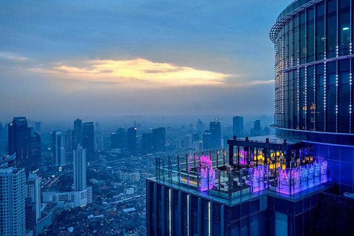 https: img.okeinfo.net content 2019 06 15 406 2066819 menikmati-keindahan-kota-jakarta-dari-ketinggian-ini-4-rekomendasi-tempatnya-MLqrTO2PVJ.jpg