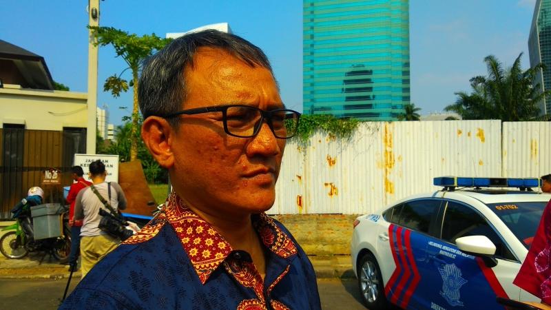 https: img.okeinfo.net content 2019 06 16 337 2067031 andi-arief-sebut-max-sopacua-akan-dorong-sandiaga-jadi-ketum-demokrat-zZxYFm86yM.jpg