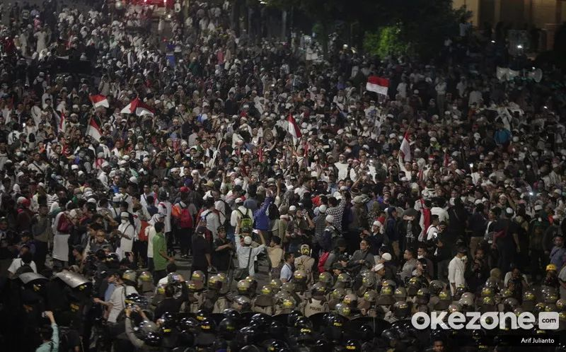 https: img.okeinfo.net content 2019 06 16 337 2067102 smrc-terjadi-pelemahan-perbaikan-demokrasi-pasca-kerusuhan-21-22-mei-2OwgHQl31e.jpg