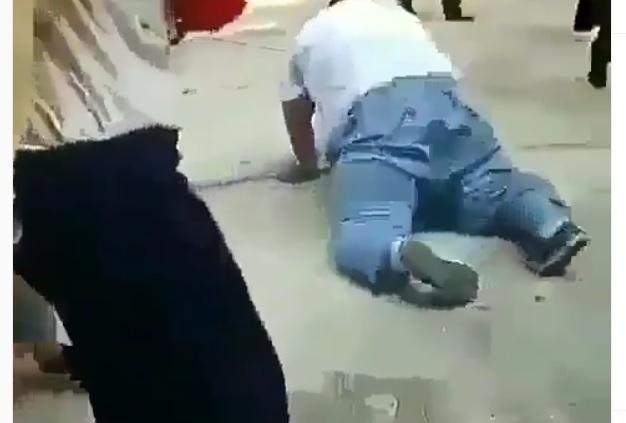 https: img.okeinfo.net content 2019 06 16 612 2066967 video-viral-bocah-gemuk-kena-instan-karma-karena-jahili-teman-perempuannya-RdngZt67Va.jpg