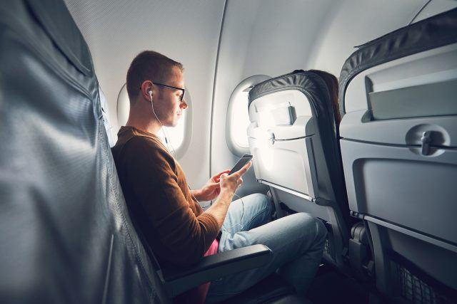 https: img.okeinfo.net content 2019 06 17 406 2067485 ini-alasan-penumpang-tidak-boleh-mengaktifkan-ponsel-selama-di-pesawat-YUseaf7qUa.jpg