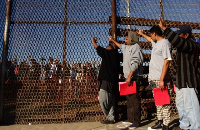 https: img.okeinfo.net content 2019 06 18 18 2067877 amerika-serikat-bersiap-pindahkan-jutaan-migran-ilegal-ke-negara-ketiga-ZZvh5Voidi.jpg