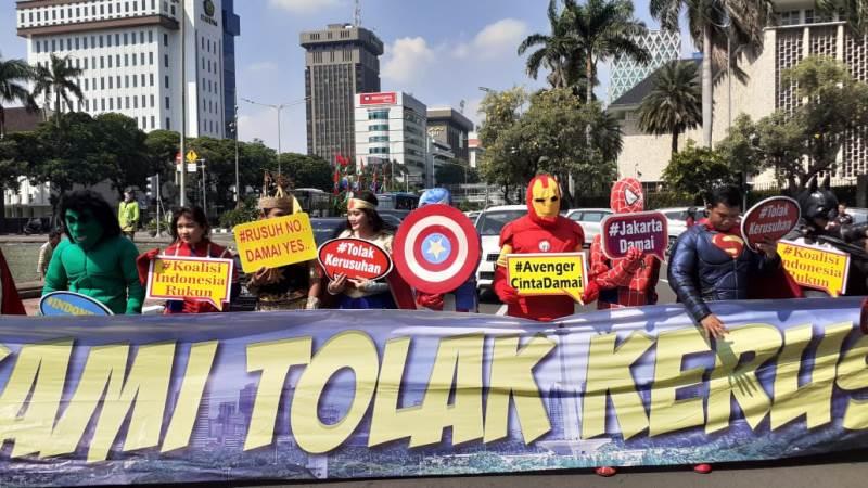 https: img.okeinfo.net content 2019 06 18 337 2067724 mk-sidang-sengketa-pilpres-avengers-hingga-gatot-kaca-serukan-damai-untuk-indonesia-0n6kdwMUtd.jpeg