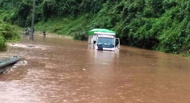 https: img.okeinfo.net content 2019 06 20 340 2068744 banjir-terjang-morowali-utara-akses-jalan-trans-sulawesi-lumpuh-CryMBQ3fCj.jpg