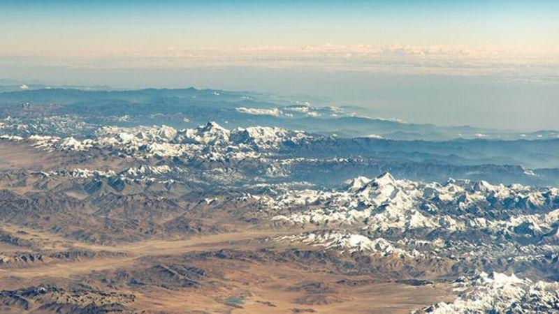https: img.okeinfo.net content 2019 06 21 18 2069031 gletser-mencair-di-pegunungan-himalaya-capai-8-miliar-ton-per-tahun-0SysK9ENdd.jpg