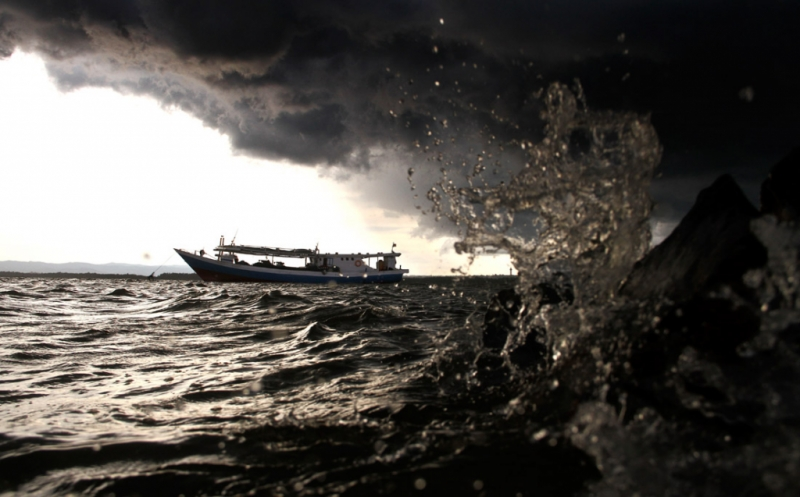 https: img.okeinfo.net content 2019 06 23 340 2069975 akibat-cuaca-buruk-pelayaran-kapal-di-aceh-dihentikan-aUclXEpVJ7.jpg