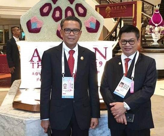 https: img.okeinfo.net content 2019 06 23 609 2069867 nurdin-abdullah-dampingi-presiden-jokowi-di-ktt-asean-thailand-LwFUfVwfRC.jpg