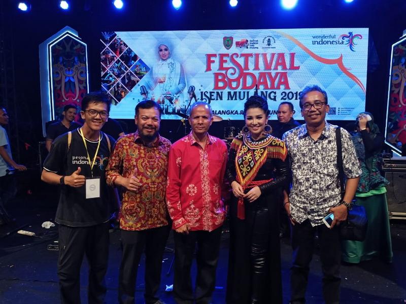https: img.okeinfo.net content 2019 06 24 1 2070061 menpar-festival-budaya-isen-mulang-2019-momentun-bangkitkan-pariwista-kalteng-h7V9U13W4U.jpg