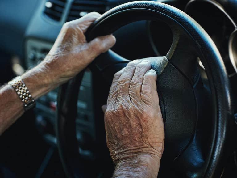 https: img.okeinfo.net content 2019 06 25 15 2070828 hampir-2-juta-pengemudi-mobil-akui-nyetir-dalam-pengaruh-alkohol-qBSGadBGZp.jpg