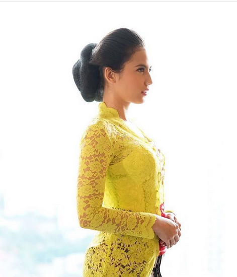 https: img.okeinfo.net content 2019 06 25 617 2070736 pesona-cantik-dan-anggun-6-artis-milenial-dalam-balutan-kebaya-quutq3l5FQ.jpg