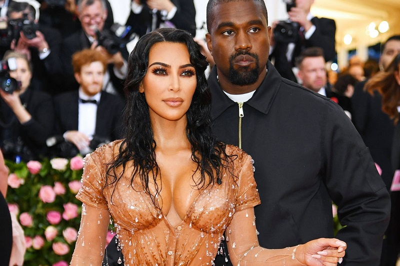 https: img.okeinfo.net content 2019 06 27 194 2071518 terjun-ke-bisnis-underwear-kim-kardashian-rilis-kimono-body-uM8EfqGDCn.jpg