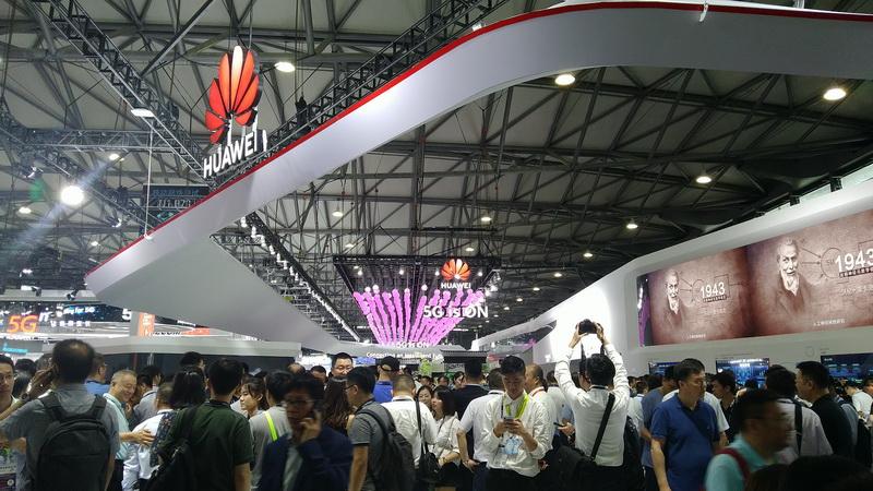 https: img.okeinfo.net content 2019 06 27 207 2071398 intip-apa-saja-teknologi-yang-dipamerkan-di-mwc-2019-shanghai-57NBw6NAen.jpg