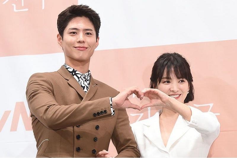 https: img.okeinfo.net content 2019 06 27 33 2071513 diceraikan-song-joong-ki-song-hye-kyo-dirumorkan-selingkuh-dengan-park-bo-gum-fEEsnH8427.jpg