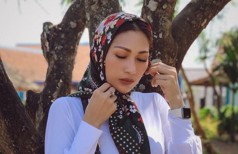 https: img.okeinfo.net content 2019 06 28 33 2072410 ikhlas-bercerai-ini-doa-menyentuh-tata-janeeta-untuk-mehdi-zati-EvIDE2O9ia.jpg