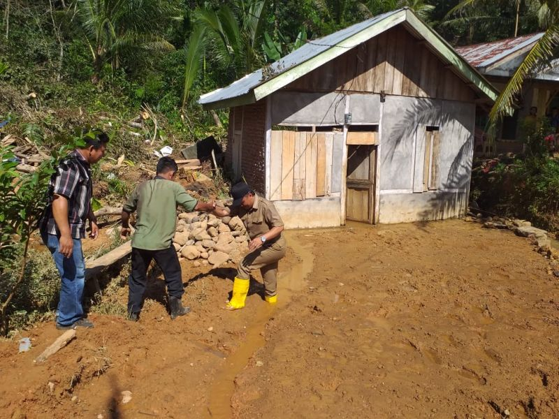 https: img.okeinfo.net content 2019 06 28 337 2072192 sepanjang-januari-hingga-juni-tercatat-2-047-bencana-di-indonesia-366-orang-tewas-sZBnmhmYFe.jpg