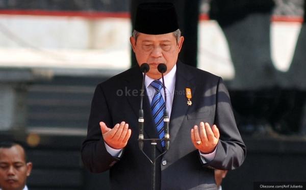 SBY sempat menunjukkan kepiawaannya bermain gitar di depan Presiden Vladimir Putin dkk.