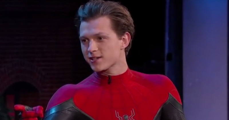 https: img.okeinfo.net content 2019 07 02 206 2073801 cara-unik-tom-holland-promosi-film-spiderman-far-from-home-di-indonesia-oaclau2A1b.jpg