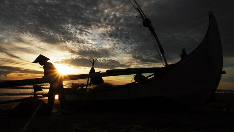 https: img.okeinfo.net content 2019 07 02 340 2073840 nelayan-resah-dengan-kapal-isap-produksi-di-pantai-rebo-p5UV40hktP.jpg