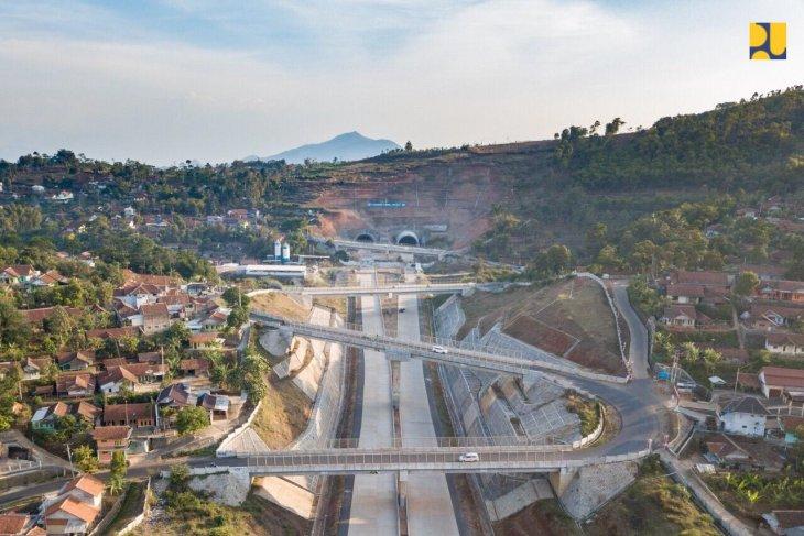 https: img.okeinfo.net content 2019 07 03 320 2073990 dukung-konektivitas-bandara-kertajati-pembangunan-tol-cisumdawu-dipercepat-jadi-tahun-depan-ytuHzYZpej.jpg