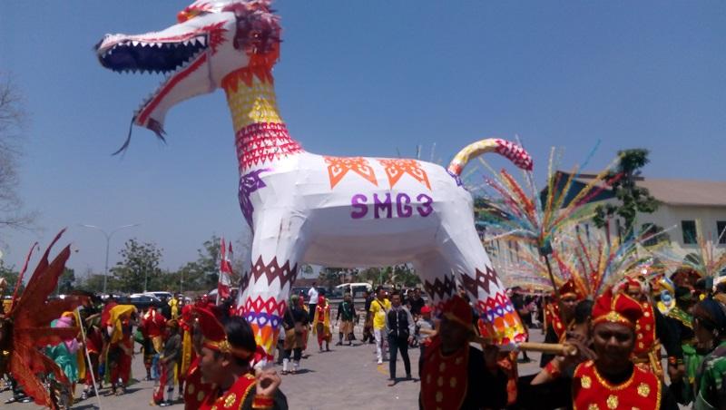 https: img.okeinfo.net content 2019 07 03 406 2074221 promosikan-pariwisata-dan-budaya-festival-pesona-lokal-2019-meriahkan-7-kota-di-indonesia-bLMQQ25izb.jpg