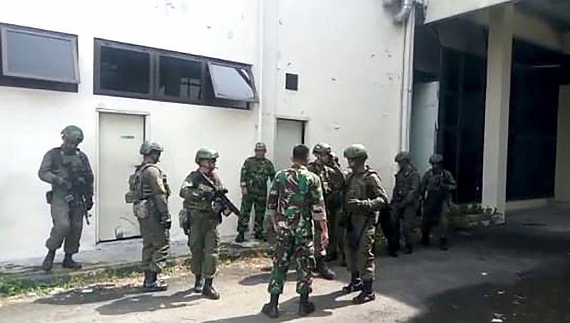 https: img.okeinfo.net content 2019 07 03 608 2074179 tni-au-dan-militer-amerika-latihan-bersama-di-lanud-soewondo-pGcL3dXSTj.jpg