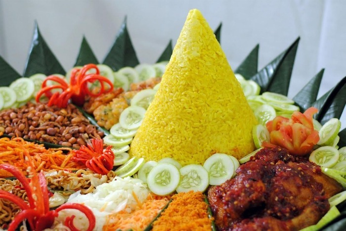 https: img.okeinfo.net content 2019 07 04 298 2074589 4-makanan-khas-indonesia-yang-paling-diburu-di-luar-negeri-gOjMyZizaf.jpg