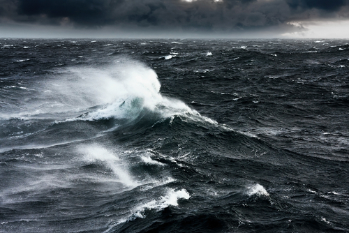 https: img.okeinfo.net content 2019 07 04 510 2074425 gelombang-laut-di-selatan-jawa-masih-tinggi-masyarakat-diminta-waspada-EJ3VupA0Dq.jpg