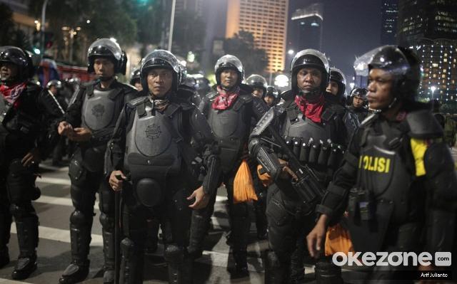 https: img.okeinfo.net content 2019 07 05 337 2075116 10-polisi-dijatuhi-sanksi-terkait-kericuhan-di-aksi-21-22-mei-CvA8r696kA.jpg