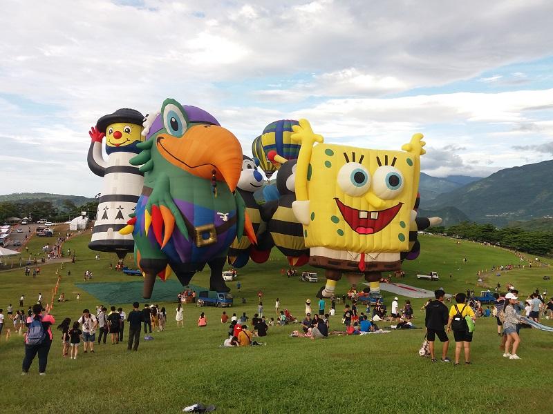 https: img.okeinfo.net content 2019 07 05 406 2075027 uniknya-bentuk-balon-udara-di-taiwan-international-balloon-festival-G5ZcuNy8ES.jpg