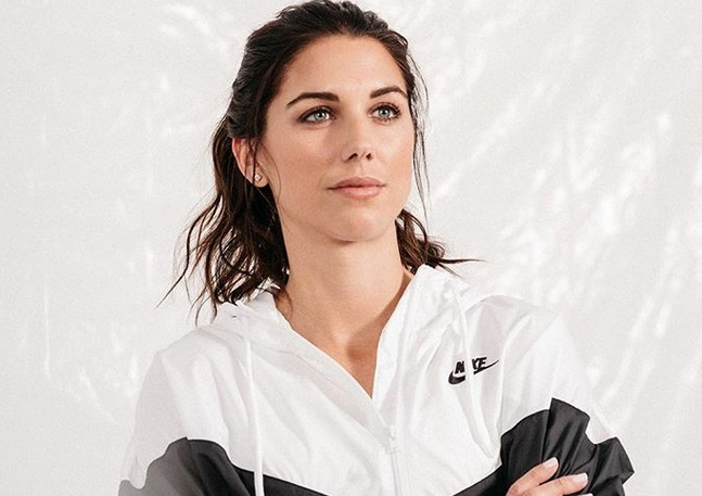 https: img.okeinfo.net content 2019 07 08 194 2076160 intip-5-potret-cantik-alex-morgan-peraih-silver-boot-di-piala-dunia-wanita-2019-bewH5ogsCA.jpg