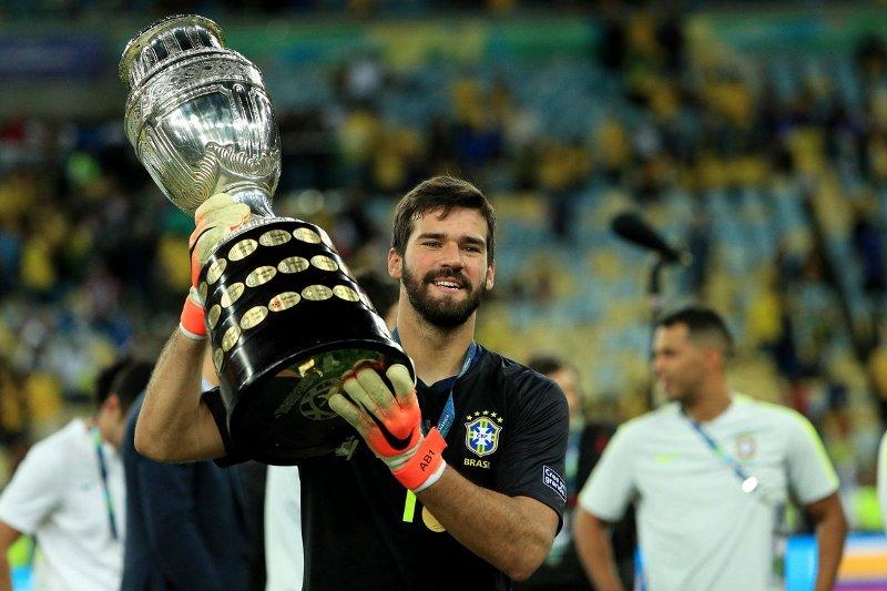 https: img.okeinfo.net content 2019 07 09 51 2076692 klopp-langsung-kirim-pesan-ke-firmino-dan-alisson-usai-bantu-brasil-juarai-copa-america-PJ3VIrccwf.jpg