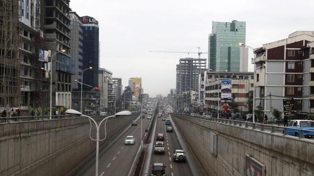 https: img.okeinfo.net content 2019 07 10 18 2076969 kota-addis-ababa-ethiopia-mulai-larang-penggunaan-sepeda-motor-ghdXzOtoik.jpg
