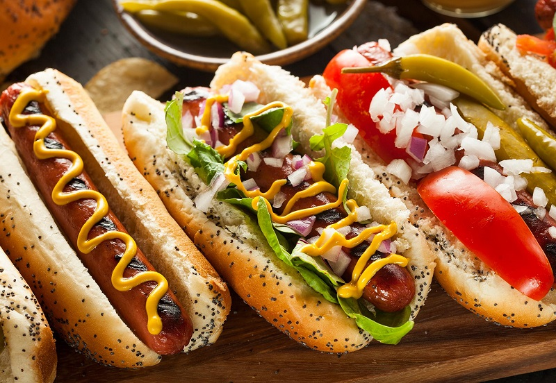 https: img.okeinfo.net content 2019 07 11 320 2077668 persaingan-bisnis-makanan-hot-dog-diperebutkan-zBFAkUmeui.jpg